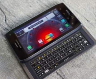 Motorola представила Droid 5 – новый смартфон с QWERTY-клавиатурой