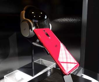Последний телефон компании Porsche от Huawei имеет встроенный сканер отпечатков пальцев