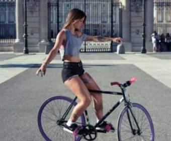 Стойка на велосипеде смутила робомобиль Google