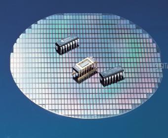Samsung начнет производство 18-нанометровых чипов DRAM для смартфонов в конце 2016 года