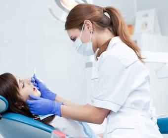 Насколько развита имплантация зубов в Москве