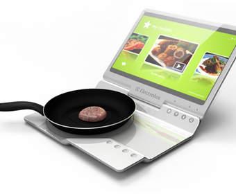 Уникальный концепт кухни Electrolux, совмещающий плитку и ноутбук