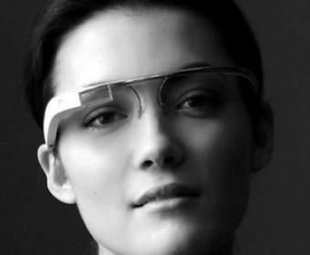 Эксперты: очки-компьютер Google будут стоить $300