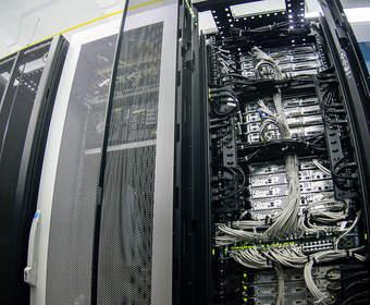 Как защитить оборудование при помощи серверного шкафа
